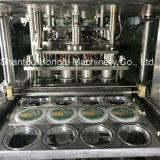 Завалка чашки студня и машина запечатывания