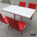 抵抗の現代固体表面のレストランのダイニングテーブルを汚しなさい