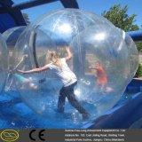 Bolla gigante dell'acqua di carnevale divertente ed emozionante