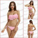 Insieme del bikini guarnito nappa di colore rosa di stile di estate