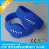 el Wristband elegante del Wristband RFID NFC del silicón de 13.56MHz RFID modifica insignia para requisitos particulares