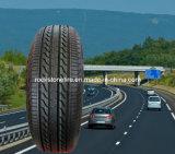 Neumático a campo través del neumático del neumático de coche SUV con la escritura de la etiqueta 265/65r17