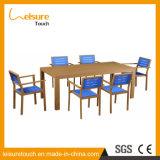 Таблица и стул мебели сада трактира пользы много людей прямоугольные пластичные деревянные обедая