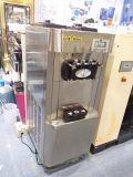 Распыляя машина мороженного утюга и нержавеющей стали