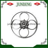 El panel decorativo de la flor del hierro labrado usado en el pasamano del hierro o la puerta del hierro