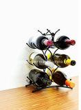 一義的な流行の6本のびんの金属のワインの表示はホーム装飾のために棚に置く