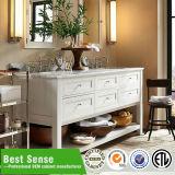 Cabina de cuarto de baño clásica de madera sólida