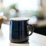 エナメルの工場OEMのロゴのマグのビールのジョッキのミルクのコップのコーヒーカップ400ml 500ml 600mlのマグ