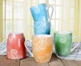 De hete Verkopende Douane Afgedrukte Ceramische Mokken van Kerstmis met de Doos van de Gift