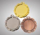 ムギの形の装飾を持つブリッジクラブのための銀メダル