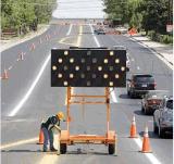 Señal de dirección móvil solar de tráfico del acoplado LED de la flecha