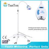 Dientes del equipo dental que blanquean /Lamp ligero