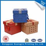 Caja de cartón marrón de papel Kraft con la decoración de la cinta