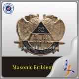 el cromo 3D simboliza el emblema de encargo del águila del coche
