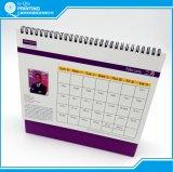 Impression mensuelle polychrome de calendrier de bureau
