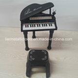 おもちゃのピアノ、マイクロフォン、電気ピアノおもちゃが付いているおもちゃのピアノ