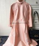 Champagne-Frauen `S chinesische Art-Kleid