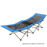Im Freienmetall, das Sunbed kampierendes Bett faltet