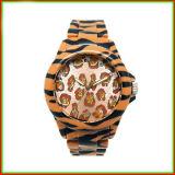 Custodia in plastica e vigilanza impermeabile di stile del leopardo del movimento svizzero della fascia