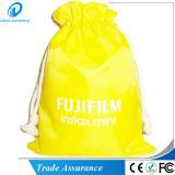 Fujifilm Instaxのポラロイドの小型カメラの箱袋の袋