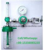 Regolatore medico dell'ossigeno con i collegamenti facoltativi