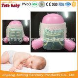 Bebê descartável da tração dos tecidos sonolentos acima dos tecidos do bebê