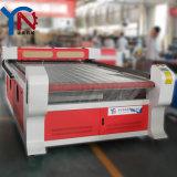 広告表記はアクリルかWood/PVC/Plasticのために機械で造るためにレーザーCNCに文字を入れる