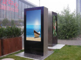 Pavimento che si leva in piedi affissione a cristalli liquidi per la rete dello schermo di Samsung che fa pubblicità a Media Player