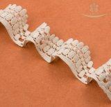 100%年の綿のレースの卸しで白い綿のひだアイレットレース4cmのクラフトか衣裳またはLarpまたは縫うこと