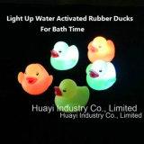 浮遊水によって作動するカラー変更のゴムは浴室のおもちゃを引込める