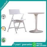 Weiße Plastikfalz-Stühle für Verkauf