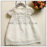 赤ん坊3歳のの最も遅く2017年の赤ん坊の純粋な100%年の綿の赤ん坊の衣服