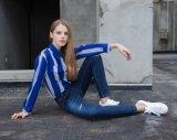 Представление Ladie задыхается джинсыы способа плотно женщин джинсыов тощие