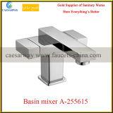 二重ハンドルの正方形の単一のレバーの真鍮の台所の流しのコック