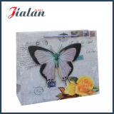 無光沢の薄板にされたアイボリーペーパー3D蝶ショッピングギフトの紙袋