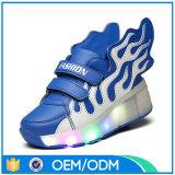 Le fournisseur de Facotry de qualité badine la chaussure de DEL, éclairage LED vers le haut des chaussures de gosses avec des ailes