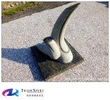 가정 훈장 요약 기술 조각품을 정원사 노릇을 하는 손에 의하여 새겨지는 화강암