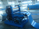 機械を形作る着色された金属の鋼板浮彫りになるロール