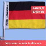 Mão relativa à promoção que anuncia a bandeira ao ar livre do carro da bandeira do equipamento