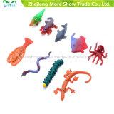 Le crescenti creature degli animali della gelatina all'ingrosso degli animali che stupiscono l'acqua coltivano i giocattoli della lucertola