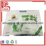 Planos inferiores plásticos del papel de aluminio se levantan el bolso del alimento cocido