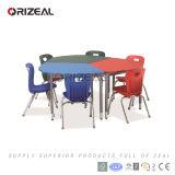 Europen 협조적인 학교 가구에 관하여 현대 대화식 테이블과 플라스틱 의자