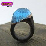 方法宝石類の金の銀製結婚式の秘密の木製の人の指リング