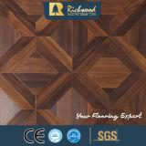 Suelo afilado encerado nuez del laminado de madera de la teca de la textura de la viruta del tablón del vinilo