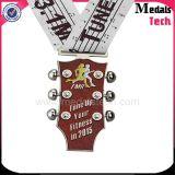 亜鉛合金のギターの形の金属の柔らかいエナメル13.1kのマラソンのフィニッシャーメダル