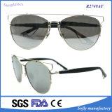 型によって映されるサングラスの金属フレームEyewear