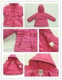Revestimento cor-de-rosa do inverno da menina e revestimento cinzento do inverno de Little Boy
