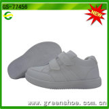 Chaussures noires et blanches d'école de sport d'enfants neufs