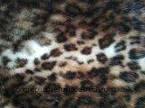 白写真のヒョウパターンFoxの模造の毛皮