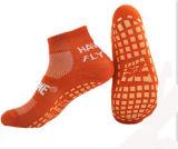 Saltar el calcetín para los calcetines antideslizantes antirresbaladizos del piso de los calcetines del trampolín del club